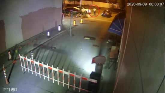 一男子醉酒后堵路 被制止竟殴打他人已被刑事拘留