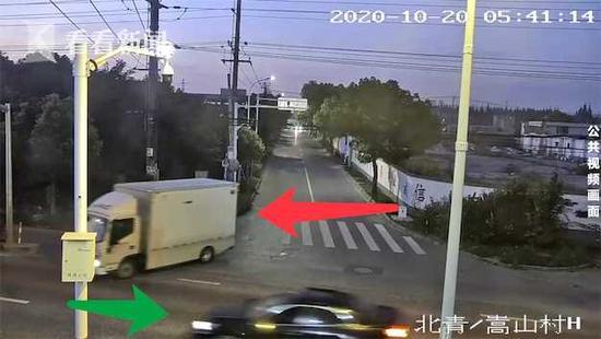 货车司机因转弯时对方未让行 恶意别车碰擦后逃逸被拘