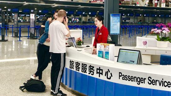 上海微笑姐百问不倒:长着一张问讯脸 每天被问数千次