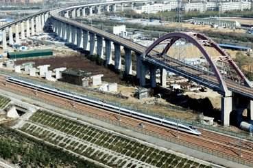 全国铁路已实施新列车运行图 铁路增开搭客列车160列