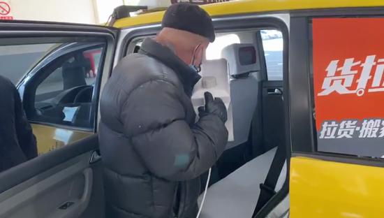 上海出租车消毒实探:消毒才能开计价器 留意坐垫门把手