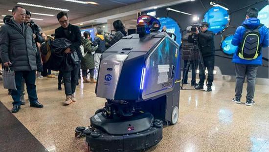 投放上海地铁站厅的高仙机器人。图片来源:高仙机器人