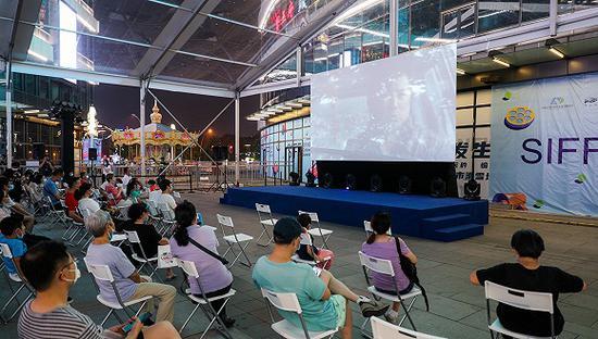 7月25日,静安区大宁音乐广场露天放映现场。图片来源:上海国际电影节