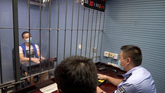 上海警方全链条捣毁一犯罪团伙 网络裸聊敲诈高发