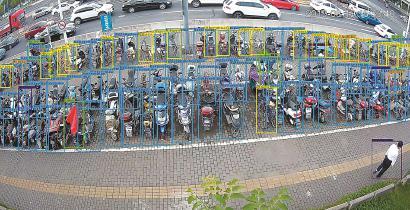 共享单车管理新举措在申城上线 道钉引导用户有序停车