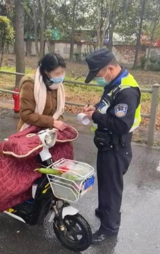 上海公安持续严查严管非机动车和