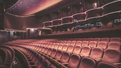 修葺一新的上海话剧艺术中心观众大厅以及大剧场。(上海话剧艺术中心供图)