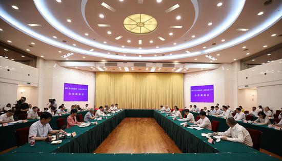 浙江与交大签约深化战略合作 将建海洋应用技术研究院