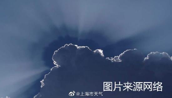 天空中的云有时也会有类似的光像
