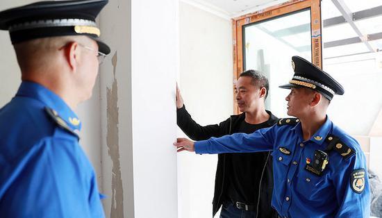 上海城管一把手轮番值守12345热线 直接倾听群众诉求