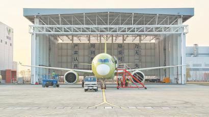 C919大型客机106架机昨顺利完成其首次飞行任务。 王脊梁摄