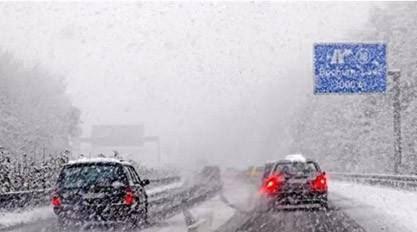 申城初四、初五均有雨雪结冰 环卫保洁人员除雪保安全