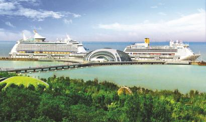 今年3月,两艘国际豪华邮轮停靠在吴淞口国际邮轮港码头。 本报记者 赵立荣摄