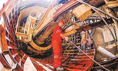 14号线长乐路风井内下行盾构机近日组装调试完毕。 (资料)