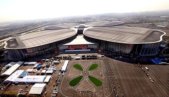 从空中俯瞰国家会展中心(上海)(11月1日无人机拍摄)。新华社 图