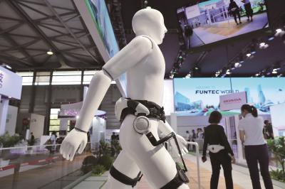 今年的CES覆盖20多个领域,主打5G、机器学习、自动驾驶等面向未来的科技。本报记者袁婧摄