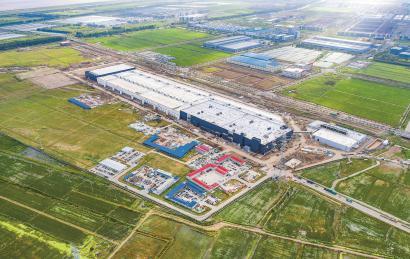 动工至今仅7个月,特斯拉上海超级工厂建设顺利。 本报记者 孟雨涵 摄