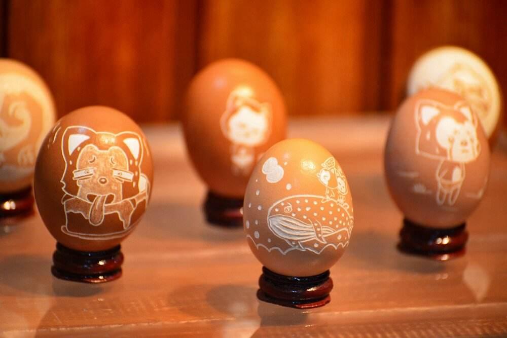 上海举行2018中秋主题蛋雕展 一枚蛋壳上呈现八骏图