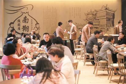 豫园南翔馒头店升级改造后重新迎客。 均 本报记者 海沙尔 摄