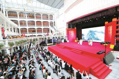 十二艺节首场惠民演出大世界鸣锣 吸引市民驻足欣赏