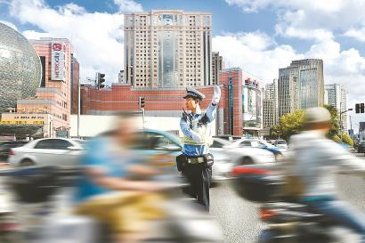 上海交通压力将长期存在 守法有序是最佳选择