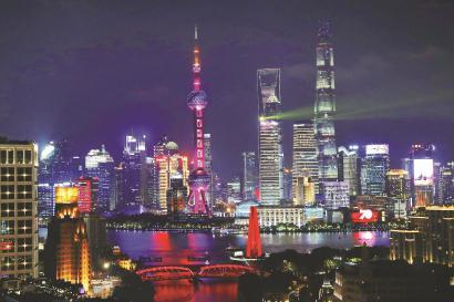 夜景照明已成为上海的一张金名片。图为外滩、陆家嘴夜景。 本报记者 袁婧摄