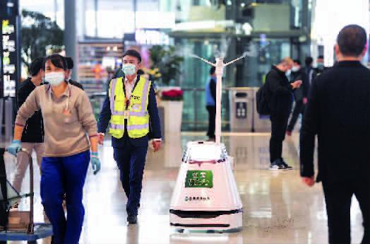 春运开启上海火车站一天7次消毒 AI机器人首批上岗