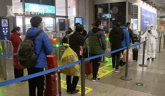 上海虹桥站客流不到往年三成 返程高峰尚未出现