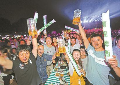 2019松江青岛啤酒节现场。