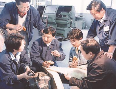 全国劳动模范李斌因病在沪去世:机器始终是他心之所属