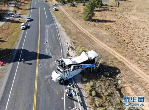 图为车祸现场。新华社发 犹他州高速公路巡警供图 来源:新华网