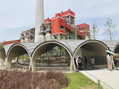 杨浦滨江老厂房改造的咖啡馆。 黄尖尖 摄