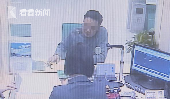 男子伪造存折瞒骗妻子 办理银行业务被识破