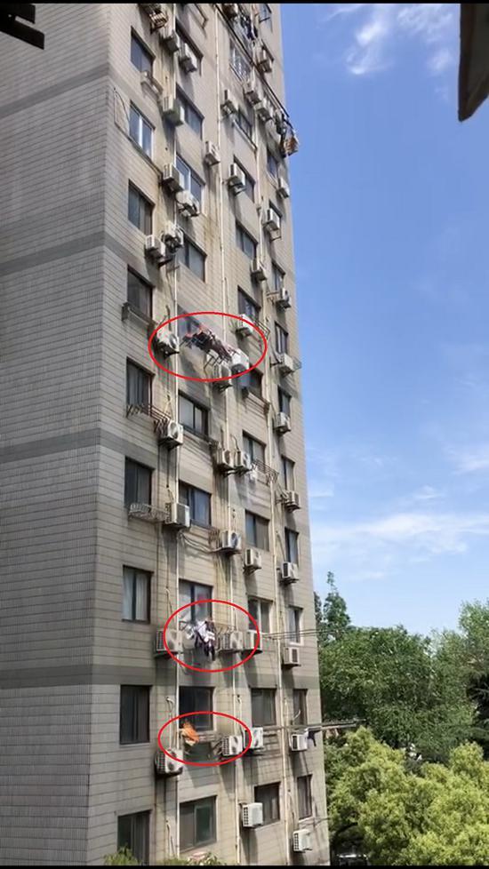 图说:三个窗口同时着火