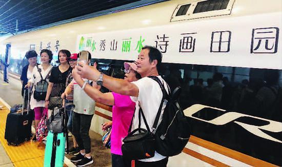 中秋上海铁路发送旅客51万人次 丽水旅游专列在沪首发