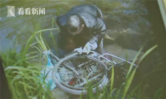 九旬轮椅老太因保姆疏忽滑进湖里 三老伯跳水救人