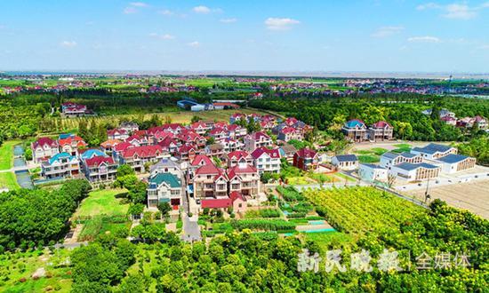 图说:塘湾村正在打造有颜值的生态村。刘歆 摄