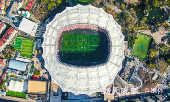 新年里的第一场球 昨起虹口足球场首次向市民开放全场