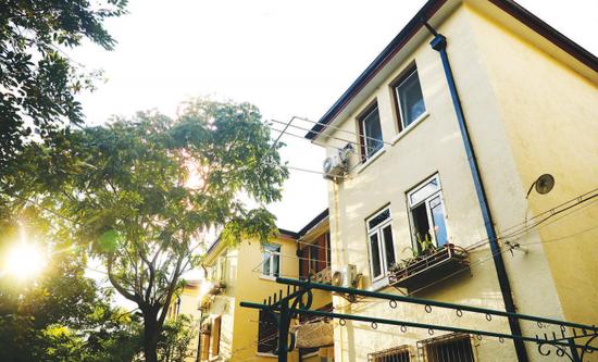 ▲永嘉新村,是上海无数里弄住宅的缩影,累积起改革开放40年来人们生活中的点滴。本报记者袁婧摄