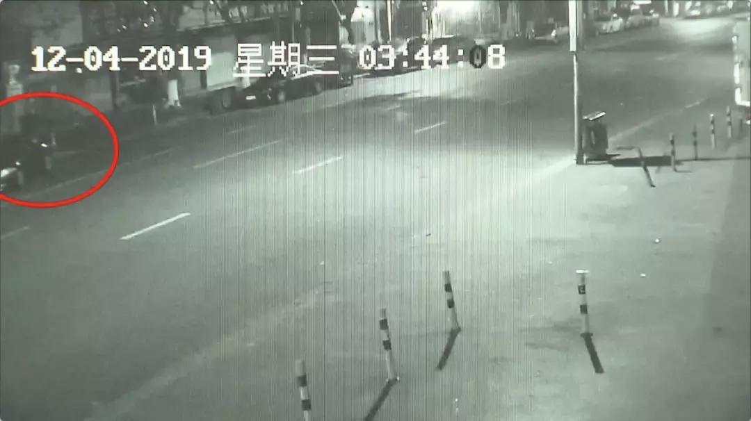 上海孔乙己怒怼民警 自称学法律偷盗僵尸车不算偷