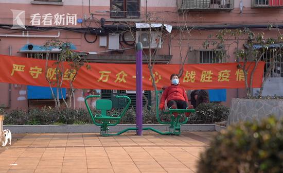 上海战疫守门人:一口气爬55楼是什么样的体验