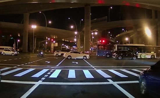 图说:突起型双组份人行横道线复划效果