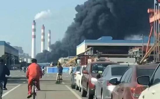 上海高东路一粮油公司突发火灾 火势得到控制无人伤亡