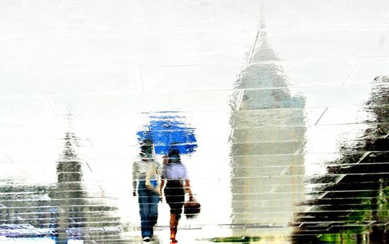 沪今日白天阴有时有阵雨最高温27℃ 夜里有阵雨或雷雨
