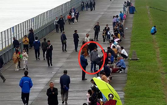 逃犯慕名去钱塘江观潮被警方抓获:潮还没观成人被抓了