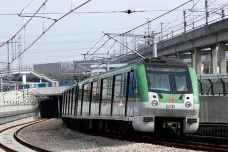 2号线越江段:南京东路站↔陆家嘴站↑