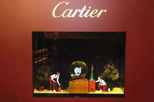 """装置中,品牌还特邀法国视觉艺术家皮耶里克·索朗打造了""""全息迷你剧院""""。"""