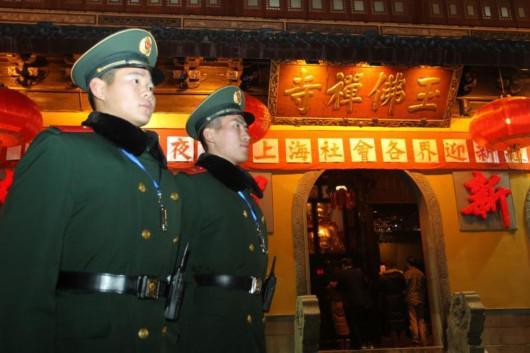 千余武警官兵昼夜值守豫园 春运老兵被命令回家过年