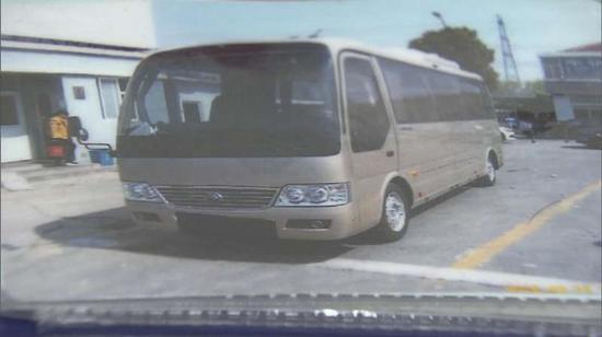 图说:接送酒店客人往返迪士尼乐园、机场的大巴车 交警供图