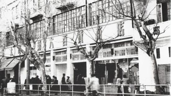 老底子上海人的海派年俗:老虎灶打水、理发店烫头